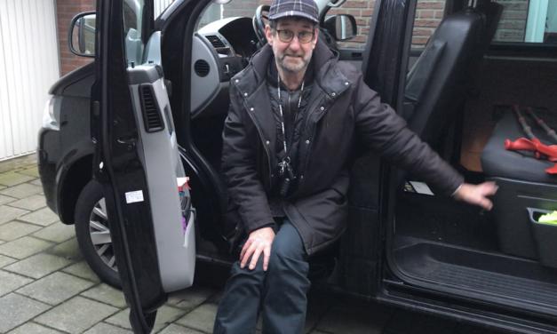 Een aangepaste auto maakt zelfstandig vervoer ondanks een handicap mogelijk