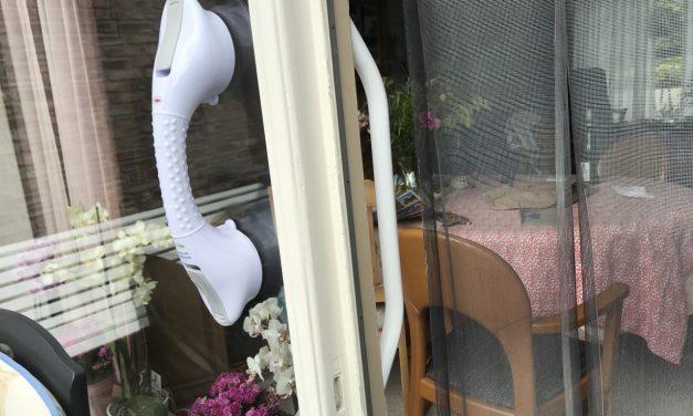 Moeilijk ter been? Handgrepen bieden steun bij overstap naar tuin of balkon!