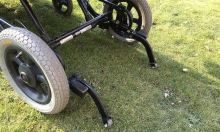 Buiten rijden met een rolstoel; aandachtspunten bij de stoepen